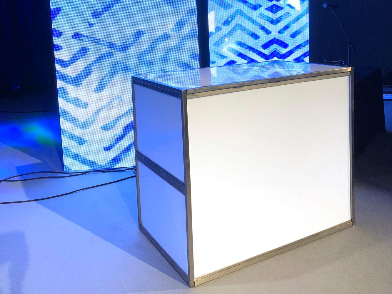 Contemporary white bar