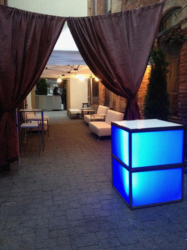 Corner bar with white furniture