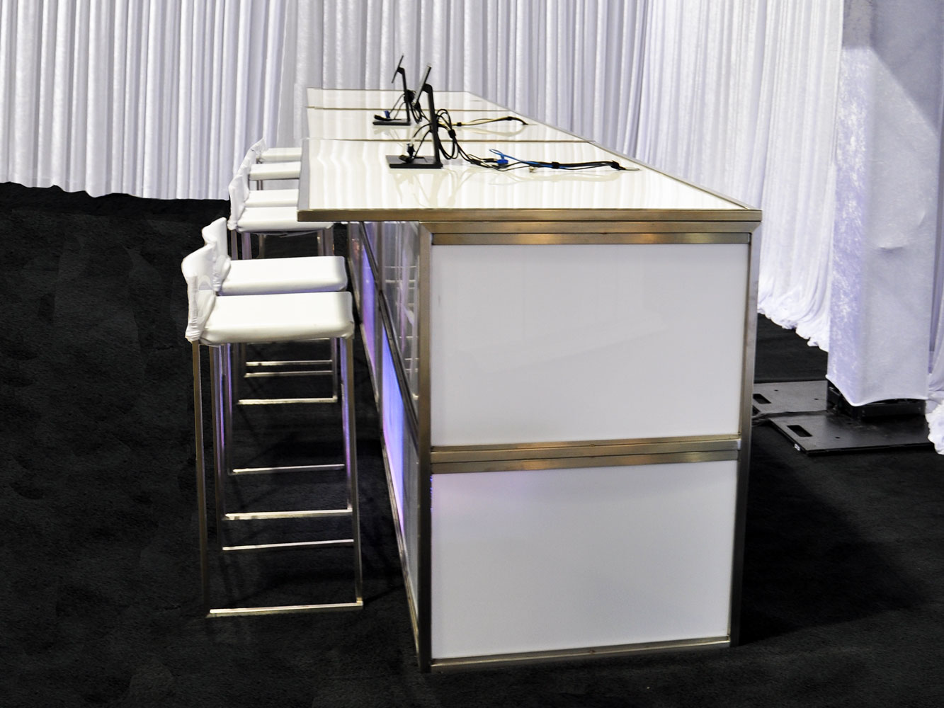 Modern bar white